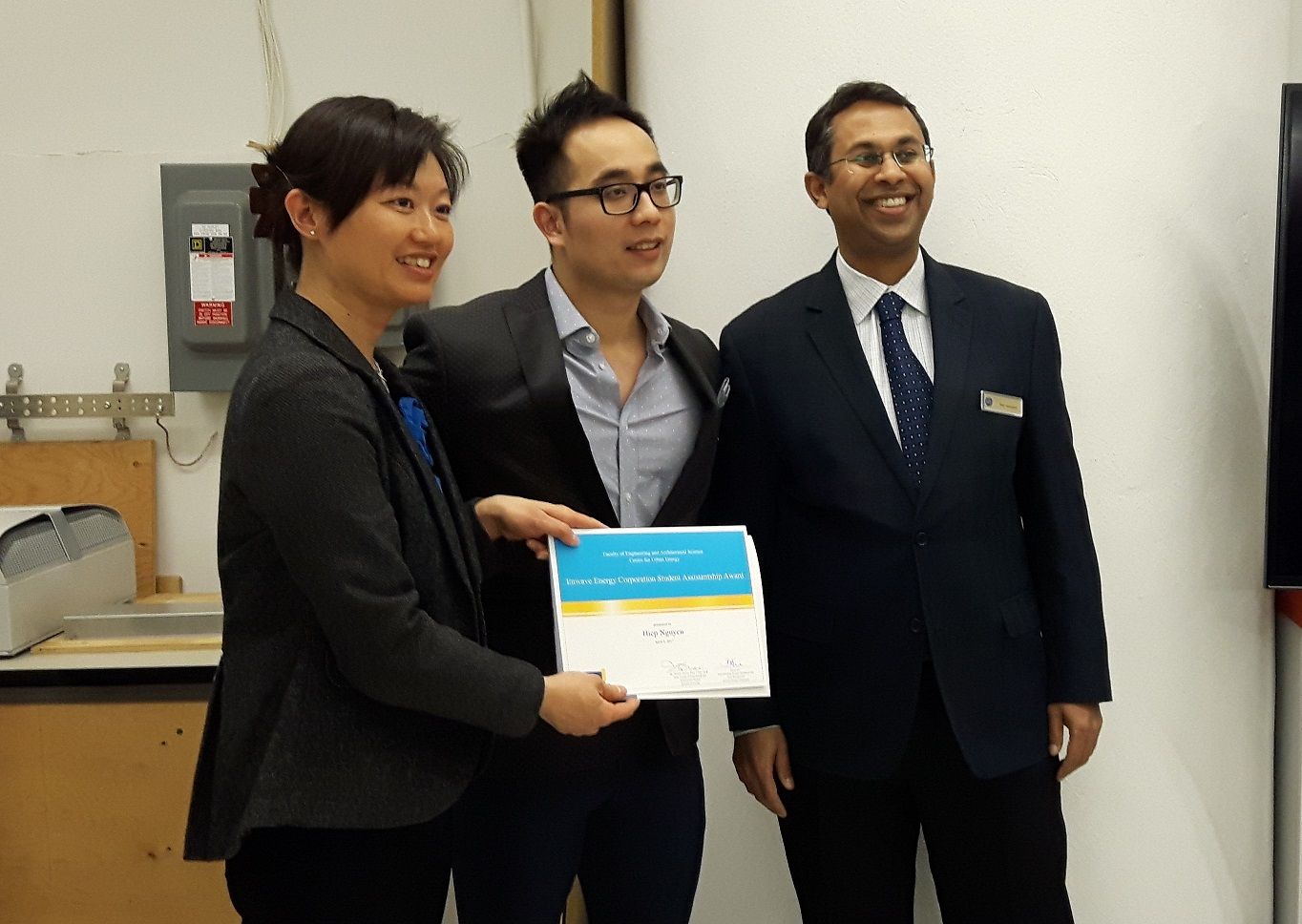 Hiep Nguyen receives an Enwave Student Assistantship Award at the Centre for Urban Energy at Ryerson